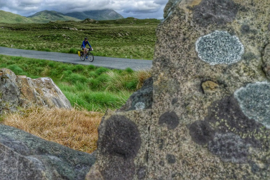 Riding by the rocky and grassy flatlands among the Bens mountain chain in the Connemara.