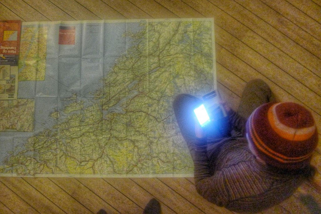 The map is the size of a table cloth. It gives us a nice overview for planning our potential last riding days in Norway.