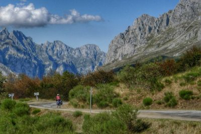 We had uninterrupted views of the Picos as we descended from Puerto de Pondetrava.
